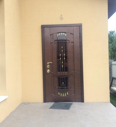 двери входные с верхом