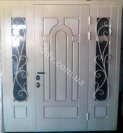 монтаж металло-филенчатых дверей
