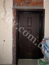 установка дверей с обшивкой проема